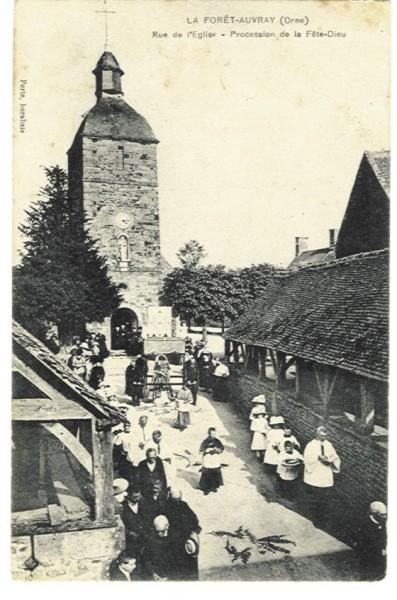 La Forêt Auvray - Rue de l'Eglise Procession de la Fête-Dieu